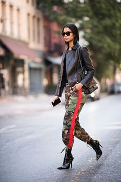Cargo pants are back and our usual lineup of jeans have taken the backseat. The utility-inspired design is a refreshing alternative to denim when we want to shake things up, and the tomboy aesthetic reads cool, unfussy and a bit edgy. #FashionTrendsJeans