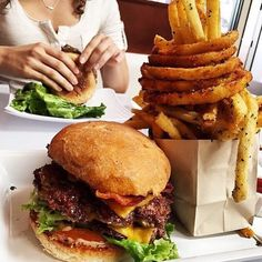 LUNCH DATE 101  . PERFECT IS THE ONE WORD I WOULD USE FOR THIS BURGER AND FRIES .  .  DOUBLE TAP IF YOU LOVE BURGERS .  TAG A HURGER OR FRIES LOVER  . Photo by @get_ampd .