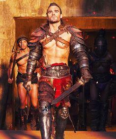Dustin Clare in Spartacus Vengeance Spartacus Tv Series, Gannicus Spartacus, Spartacus Vengeance, Spartacus Seasons, Dustin Clare, Gods Of The Arena, Roman Gladiators, 3d Foto, Theatre Costumes
