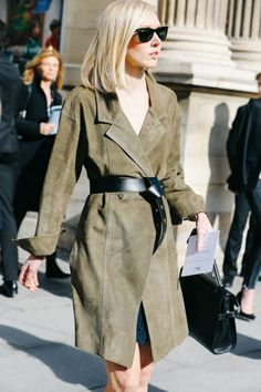 Street looks at Paris Fashion Week Fall/Winter Style Work, Mode Style, Style Me, Suede Trench Coat, Belted Coat, Suede Jacket, Fashion Week Paris, Fashion Weeks, Looks Street Style