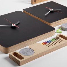 Super Cool Gadgets / Tabla Blackboard Wall Clock