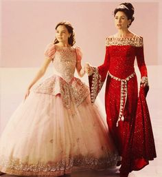 Queen Eva & little Snow (Rena Sofer and Bailee Madison)