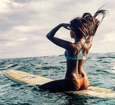 Surf lesson with a hot woman causes confusion between couples Beach Pink, Ocean Beach, Summer Beach, Surfing Pictures, Beach Pictures, Beach Photography, Lifestyle Photography, Volleyball, Surfer Girl Outfits