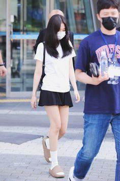 Kim Jennie, Yg Entertainment, South Korean Girls, Korean Girl Groups, Teen Girl Photography, Black Pink Kpop, Blackpink Photos, Blackpink Fashion, Fashion Styles