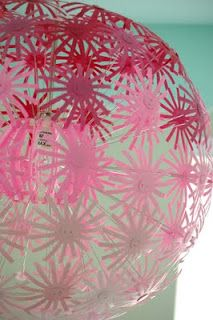 This pink ombre flower makeover of an IKEA MASKROS pendant lamp would probably look really nice alongside paper lanterns. Chandelier Redo, Flower Chandelier, Lustre Ikea, Ikea Pendant Light, Pendant Lamp, Ikea Makeover, Little Green Notebook, Girl Cave, Up House