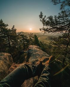 České Švýcarsko patří k nejkrásnějším místům v České republice. Rozhodně by vám neměla uniknout tato místa. Opravdu stojí za vidění. Country Roads, Celestial, Explore, Sunset, Trips, Travel, Outdoor, Viajes, Outdoors