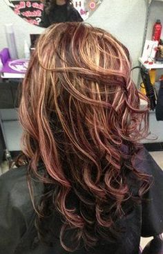 If i ever decided to go brunette again mahogany red blonde highlights, chocolate red hair color with highlights Blonde With Red Highlights, Red To Blonde, Brown Blonde Hair, Hair Color Highlights, Light Brown Hair, Highlights 2017, Dark Brown, Blonde Peekaboos, Mahogany Highlights