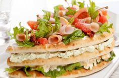 Smörgåstårta fruktig Sandwich Cake, Sandwiches, Vegetarian Recipes, Cooking Recipes, Dessert For Dinner, Savoury Cake, Different Recipes, Pain, Cake Recipes