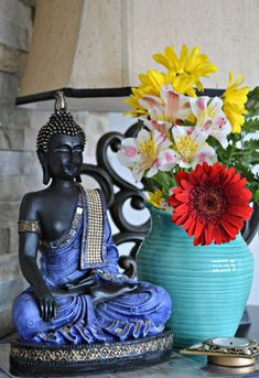 design home app Buda Zen, Buddha Home Decor, Thai Decor, Spiritual Decor, Buddha Art, Chinoiserie Chic, Indian Home Decor, Feng Shui, Decoration