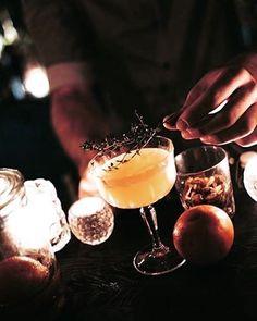 À #Autumn du 18 au 30 octobre, plongez dans le monde du cocktail du mardi au samedi à partir de 22h jusqu'au bout de la nuit. Le Club @perrier  vous réserve les meilleurs barmen, des foodtails étonnants et de la musique envoûtante. Réservez dès maintenant vos places! In #Autumn van 18 tot 30 oktober, duiken in de cocktail wereld van dinsdag tot zaterdag na tien uur. De Club Perrier heeft voor u de best barmen, foodtails en muziek. Reserveren nu!  #cocktails #music #club #barmen #foodtails…