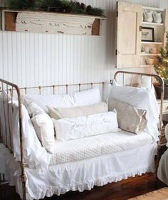 New Trends. - Interior Design Tips and Home Decoration Trends - Home Decor Ideas - Interior design tips Cottage Living, Living Room, Deco Champetre, Deco Retro, Farmhouse Chic, Shabby Chic Decor, Bedroom Decor, Decoration, Interior Design