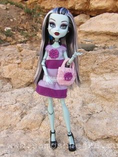 Tutorial and free pattern for Monster High knit dress