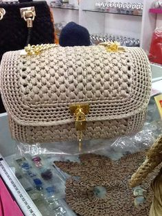 Marvelous Crochet A Shell Stitch Purse Bag Ideas. Wonderful Crochet A Shell Stitch Purse Bag Ideas. Bag Crochet, Crochet Shell Stitch, Crochet Clutch, Crochet Handbags, Crochet Purses, Crochet Shoulder Bags, Purse Patterns, Knitted Bags, Crochet Accessories