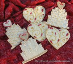 Love will fill the room with these beautiful wedding favor cookies from Sweet Sisters! #dessert #cookies #wedding #bride #heart #SweetSisters