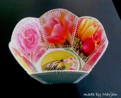 bakje van kaarten, greeting card basket Card Basket, Greeting Card Box, Crochet Box, Card Crafts, Gift Tags, Baskets, Tableware, Gifts, Dinnerware