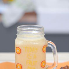 Mango Dates Smoothies, a fresh and healthy drink. Has a natural sweetness from the dates, honey, and Date Smoothie Recipes, Smoothie Drinks, Healthy Smoothies, Healthy Drinks, Dessert Drinks, Yummy Drinks, I Love Coffe, Weird Food, Drinks Alcohol Recipes