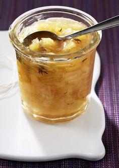 Zwiebelkonfitüre zum Frühstück? Na sicher! Mit säuerlichem Apfel, Thymian und Zimt ist sie ein Geschmackserlebnis.