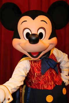 Mickey Mouse is having a fun time take photo whit everyone in Disney theme parks