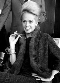 Tippi Hedren wings in to help promote 'Birds' - News - Stripes Old Hollywood Movies, Golden Age Of Hollywood, Hollywood Stars, Classic Hollywood, Katharine Hepburn, Audrey Hepburn, Ingrid Bergman, Marlene Dietrich, Judy Garland