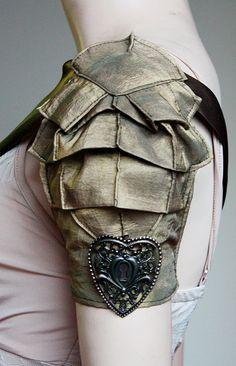 armor top Steampunk fashion details: scales as an interesting idea for a bolero or shrug. Moda Steampunk, Steampunk Costume, Steampunk Fashion, Steampunk Armor, Steampunk Necklace, Gothic Steampunk, Steampunk Clothing, Victorian Gothic, Larp