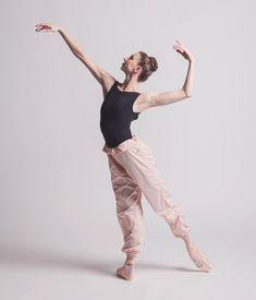 "9,895 Synes godt om, 5 kommentarer – Ballet Is A WorldWide Language (@worldwideballet) på Instagram: ""LIGHT PINK • @ellemacy by @lindsaythomasphoto • WWW.WORLDWIDEBALLET.NET (link in bio) • #ellemacy…"""