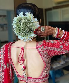 Simple Bridal Hairstyle, Bridal Hairstyle Indian Wedding, Indian Bridal Photos, Bridal Hair Buns, Bridal Hairdo, Indian Wedding Hairstyles, Hairdo Wedding, Wedding Hair Pieces, Indian Wedding Sarees