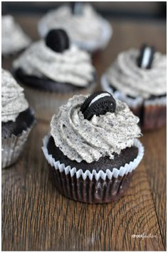OH MY YUMMIES!!!!  Oreo Cupcakes