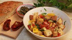 Brotsalat mit Focaccia und getrockneten Tomaten | Eva Eppard bringt altbackenes Brot nochmal ganz groß raus. Sie röstet es und kombiniert es mit knackigem Gemüse und einem würzigen Dressing - einfach wunderbar!