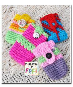 Estuches portacelular con mucho color, tejidos al crochet...