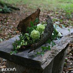 Abschied im Friedwald Funeral Flower Arrangements, Modern Flower Arrangements, Funeral Flowers, Deco Floral, Floral Foam, Arte Floral, Gravel Garden, Moss Garden, Ikebana