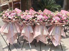 Pink Flower Bouquet, Floral Bouquets, Diy Flowers, Hanging Balloons, Gift Bouquet, Flower Stands, Floral Arrangements, Art Decor, Floral Design