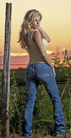 Your one-stop-shop for only the tightest asses in the tightest jeans. GIRLS IN JEANS ONLY ALL content taken from the public internet. Pics edited to focus on ASS IN JEANS Hot Girls, Hot Country Girls, Country Girl Style, Country Women, Cowboy Girl, Sexy Cowgirl, Cowgirl Style, Cowgirl Outfits, Western Style