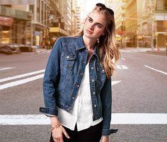 Jeansjacke für 29,95€ -  Eine Jeansjacke sieht immer lässig aus und ist der perfekte Kombipartner für deinen Sommer-Look. Sie hat einen taillierten Schnitt und besteht aus Baumwoll-Stretch.