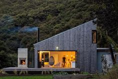 Back Country House LTD Architectural Design Studio Jo Smith #NewZealand #hut #indoor #outdoor #nature #naturalight #timber #wood #house #ADphotooftheday #archdaily #architecture #instagood #iphonesia #photooftheday