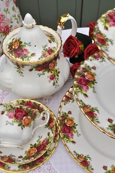 Vintage Royal Albert Old Country Roses Tea Set by cake-stand-heaven, via Flickr. Very pretty for tea.