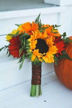 fall wedding bouquets with sunflowers / http://www.himisspuff.com/fall-wedding-bouquets-for-autumn-brides/6/