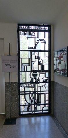 Musée Mendjisky-Ecoles de Paris (1932) 15 square de Vergennes Paris 75015. Architecte Robert Mallet-Stevens. Vitraux de Louis Barillet