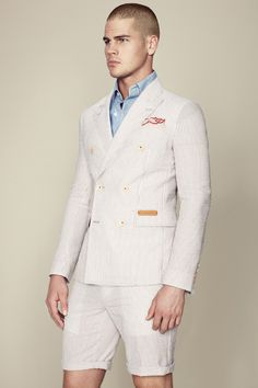 Comodo Square Spring Summer 2013 - This is proper attire to go and see your friends in a posh restaurant