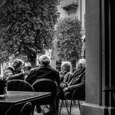 Afternoon caffè and daily meeting of the minds in the piazza.  I wonder what problems of the world they are solving today...#lifeinitaly