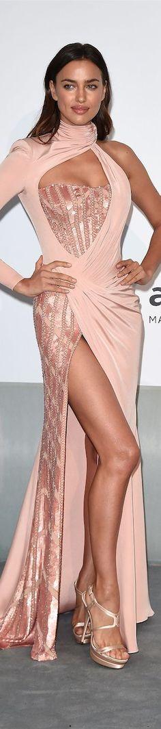 Top model #IrinaShayk in Cannes 2015, then girlfriend of American actor #BradleyCooper.