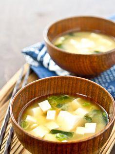 Todos l@s que han convivido conmigo (y sí, digo todos porque no han sido pocos) saben que soy una fanática de la sopa en invierno. Me encanta y cenaría eso sin problema cada día.Aunque para innovar un poco decidí buscar...Leer más