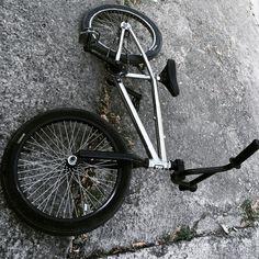 #bmxbikes #bmxlife #bmxfreestyle Bmx Bicycle, Bmx Bikes, Bmx Pro, Gt Bmx, Motorcross Bike, Bmx Freestyle, Hiphop, Badass, Skateboard