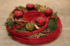 Adventi koszorú Blue Christmas, Christmas Home, Christmas Wreaths, Christmas Decorations, Table Decorations, Holiday Centerpieces, Candle Centerpieces, Christmas Floral Designs, Xmas Flowers