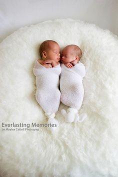 #newborn #twins #everlastingmemoriesbymayleacattellphotography