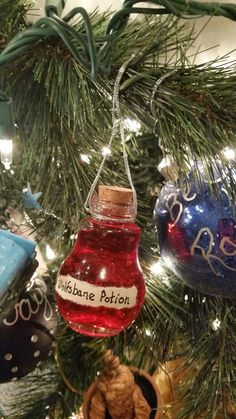 Harry Potter Day, Deco Harry Potter, Harry Potter Props, Harry Potter Potions, Harry Potter Halloween, Harry Potter Wedding, Harry Potter Christmas Decorations, Harry Potter Ornaments, Harry Potter Christmas Tree