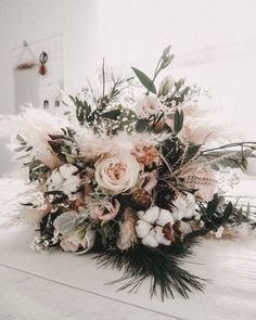 Boho Winterstrauß – Hochzeit ideen Boho winter bouquet Boho winter bouquet The post Boho winter bouquet appeared first on Wedding ideas. Winter Wedding Flowers, Fall Wedding Bouquets, Bridesmaid Bouquet, Wedding Centerpieces, Floral Wedding, Wedding Colors, Ivory Wedding, Wedding Ideas, Bridesmaid Dresses