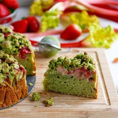 HERE IT IS! Matcha, strawberry and rhubarb crumble yoghurt cake  For yoghurt cake : 400 ml of wheat flour 2 tsp of baking powder 1 1/2 tsp  pure chimp Matcha 2 eggs   Splash of vanilla extract  200 ml of fine sugar 50 g of melted butter (or oil) 200 ml of natural yoghurt  (SKYR) AND 400g of  and rhubarb  For crumble: 100 g flour ½ tsp  pure chimp matcha 70 g butter 4 tbsp of sugar  PREPARATION  Ingredients for the yoghurt cake are removed from the refrigerator early to room temp. Prepare…