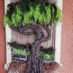 telar mural decorativo - Buscar con Google Paper Weaving, Weaving Art, Weaving Patterns, Tapestry Weaving, Loom Weaving, Hobbies And Crafts, Diy And Crafts, Arts And Crafts, Peg Loom