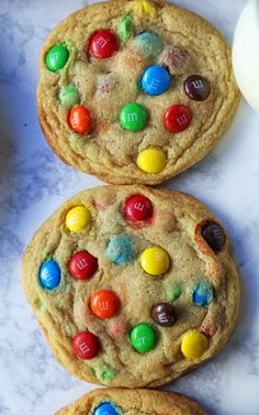 How to make the BEST Soft and Chewy M & M Cookies. Tips and tricks for making the perfect homemade M & M cookie recipe. Best M&m Cookie Recipe, Sugar Cookies Recipe, Cookie Recipes, Homemade M&m Cookie Recipe, Soft M And M Cookie Recipe, Honey Cookies, Baking Recipes, Köstliche Desserts, Delicious Desserts
