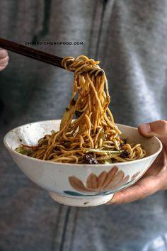 Zhajiangmian, fried sauce noodles chinasichuanfood.com